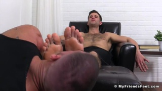 cole money gets his bare feet worshipped
