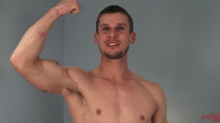 Video ansehen Ripped Straight Lad Ellis shows off his Hot Body