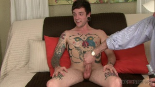 tattooed guy Wills gets handjob