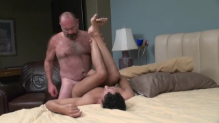 old bear man fucks younger latino guy