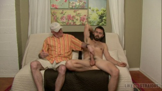 bearded straight guy Hamilton gets serviced