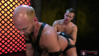 regarder la vidéo: Brian Bonds and Mike Tanner at clun inferno dungeon