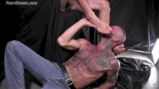 hairy guy Landon gets his bare feet worshipped