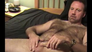 guarda il video: hairy construction worker beats his meat