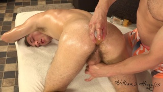 Pavel Bohan gets oiled erotic massage