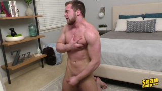 bearded hunk Tracey's first JO video