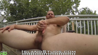 bearded guy Bain jacks off outside