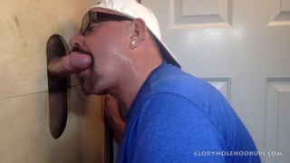 guarda il video: Latino Dad First Time At A Gloryhole