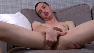 Showing some hole whilst i jerkoff