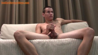 guarda il video: 22-year-old straight boy Matt Jerks Off