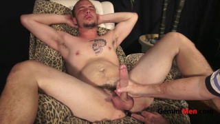 20-year-old straight guy jacks off with butt plug in his ass