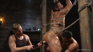 Draven Navarro gets his dick sucked and edged