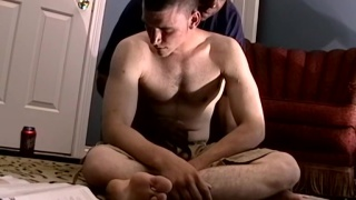 guarda il video: two guys get stroked off after flip-fuck