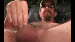 40-year-old straight redneck jerks his dick