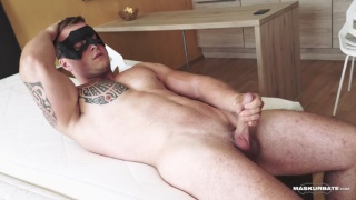 muscle hunk Arturo's jack-off Audition