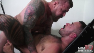 hairy bottom takes 10 inches up his furry butt